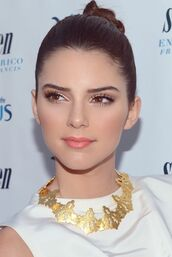 jewels,kendall jenner,gorgeous,keeping up with the kardashians,gold necklace,necklace,white