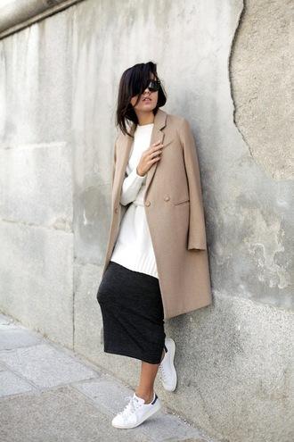 le fashion blogger skirt shoes coat sweater sunglasses