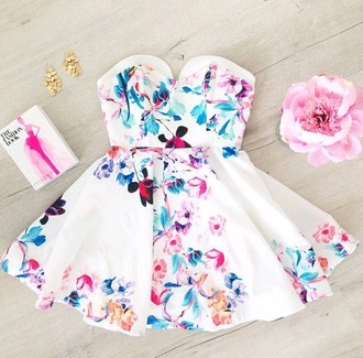 dress floral dress white dress patterned dress short dress heart shape cut out back