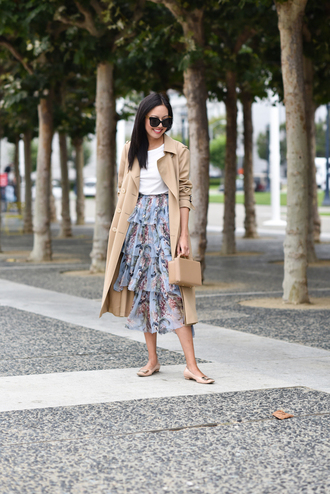 skirt midi skirt floral prints t-shirt mini bag flats sandals blogger blogger style trench coat