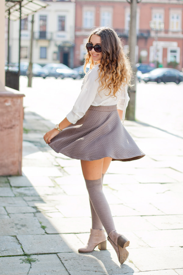 kolorowa dusza blogger skirt bag jewels sunglasses socks shoes knee high socks grey