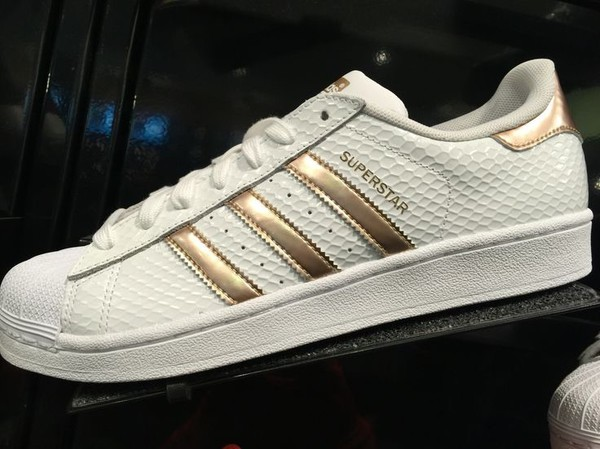 nib adidas superstar women white copper rose gold stripe sz 9. Black Bedroom Furniture Sets. Home Design Ideas