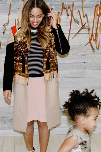 coat beyoncé fall outfits skirt top