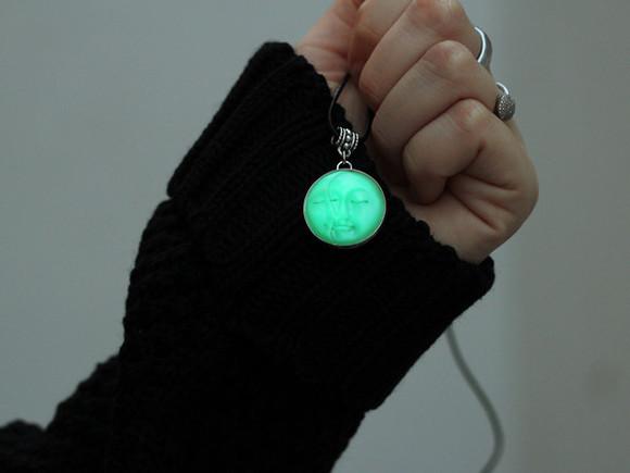 necklace gloves