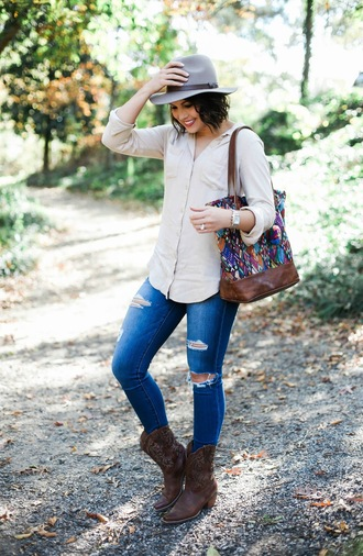 life & messy hair blogger shoes jeans bag jewels hat top felt hat brown boots cowgirl boots