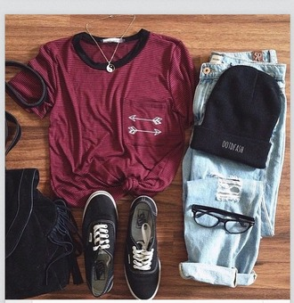 shirt arrow t-shirt black shoes bag top indie ripped jeans beanie vans yin yang necklace boho hippie hipster grunge outfit summer spring tumblr weheartit hat jeans shorts jumpsuit jewels red arrows pockets arrow shirt pocket t-shirt burgundy top backpack pants