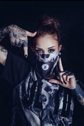 shirt,clothes,tumblr,instagram,fashion,cute,t-shirt,dope,swag,black,skull,white,tattoo,model,scarf