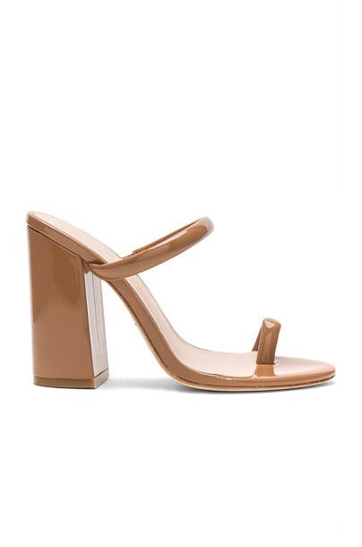 RAYE Brindis Heel in tan