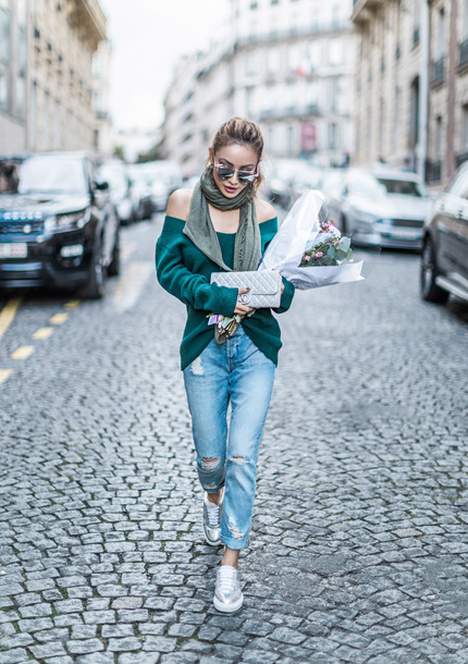 sweater tumblr green sweater knit knitwear knitted sweater off the shoulder off the shoulder sweater scarf denim jeans blue jeans ripped jeans sneakers silver sneakers sunglasses