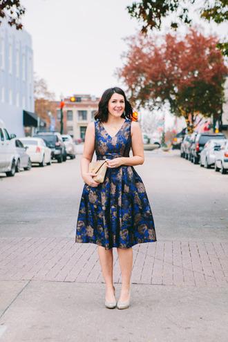 kendi everyday blogger floral dress blue dress midi dress pouch