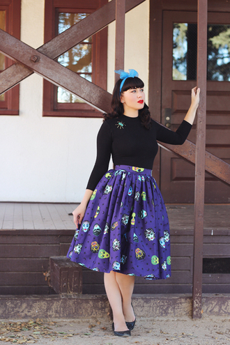 southerncaliforniabelle blogger top skirt shoes scarf black top midi skirt pumps