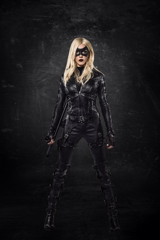 jacket superheroes black mask hair leather leather jacket leather pants pants shoes top lipstick lips make-up eyes sexy