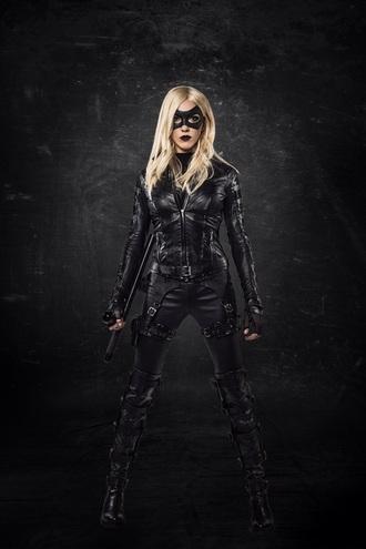 jacket superheroes black mask hair leather leather jacket leather pants pants shoes top lipstick lips make-up eyes sexy