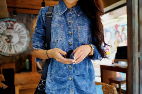 women winter outfits clothes long blouse jeans backpack hairs jewels sunglasses denim shirt