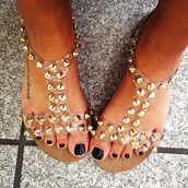shoes,studs,gold flat sandals,gold sandals,Gold low heel sandals,sandals,studded,studded sandals,studded shoe,studded shoes,cute,pretty,tumblr,gold studs,gold stud,gold studded,gold studded sandals,straps,sandal straps,studded sandal straps,gold,rivets,flat sandals,summer shoes,summer,fashion,black,boho,bag,jellies