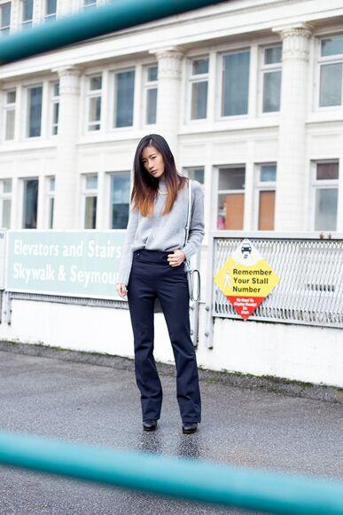 blogger bag pants von vogue jewels grey sweater navy