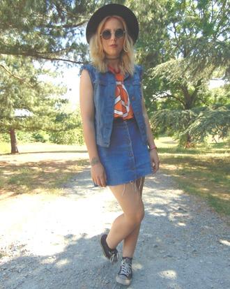 the velvet black grunge blogger t-shirt skirt jewels sunglasses