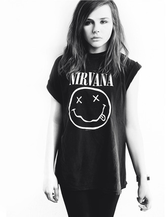 t-shirt nirvana chloe grace moretz b&w jeans shoes