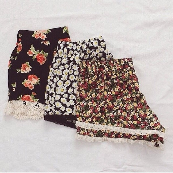 Shorts: floral, daisy, lacy, lace, red shorts, black shorts, roses ...