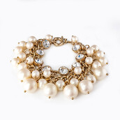 jewels,pearl and lucite bracelet,pearl and lucite clusters bracelet