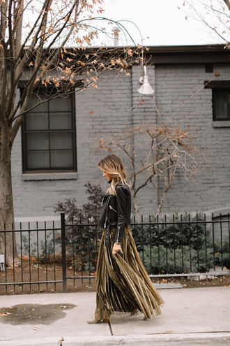 skirt tumblr gold skirt maxi skirt metallic pleated skirt pleated pleated skirt metallic gold jacket black jacket leather jacket black leather jacket ombre hair
