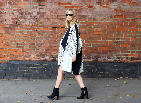 blame it on fashion blogger sunglasses maternity dress shoes