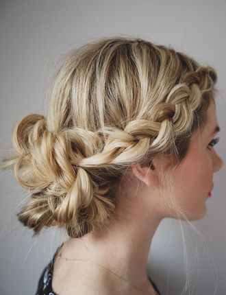 barefoot blonde blogger hair/makeup inspo hairstyles braid hipster wedding wedding hairstyles blouse jewels