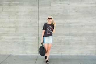 modern ensemble blogger t-shirt skirt bag sunglasses round bag denim skirt sandals summer outfits