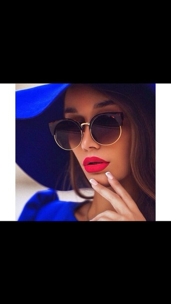 sunglasses hat blue hat electrick blue make-up lipstick brown brown sunglasses ida greco red lipstick