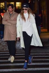 shoes,gigi hadid,streetstyle,model off-duty,coat