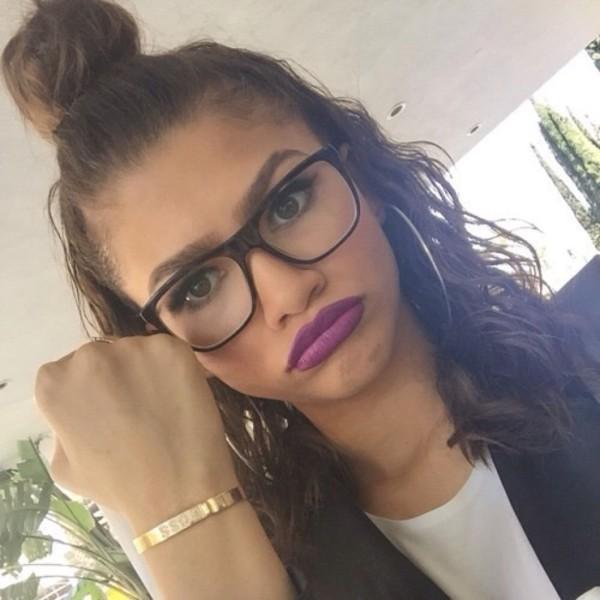 make-up purple lipstick zendaya make-up mac cosmetics colorful lips beautiful violett