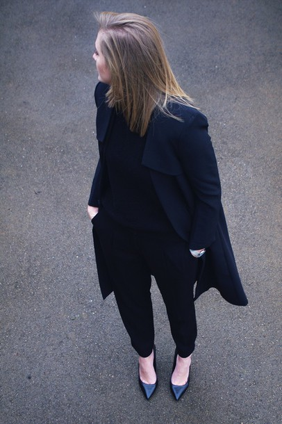 katiquette blogger trench coat black coat all black everything