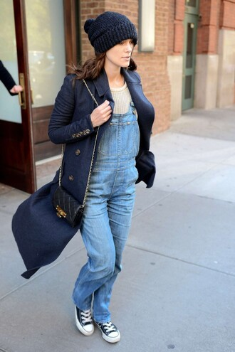 jeans overalls keira knightley fall outfits sneakers hat beanie sweater