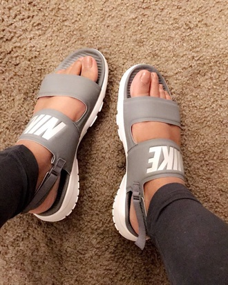 shoes nike sandals gray nike sandals nike sandals nike shoes grey nike sanders withh bands on top nike slippers cute slippers cute sandals slide shoes grey nike slides double strap slides
