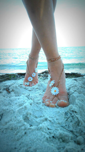 jewels barefoot sandals boho barefoot shoes boho grunge hippie hipster urban beach beachwear daisy flowers floral summer feet bohemian gypsy wanderlust girls wanderlust tumblr girly grunge beach wedding