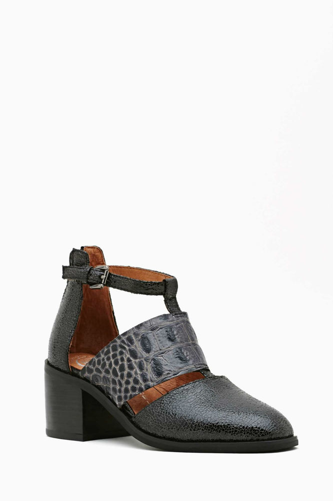 Jeffrey Campbell Melina Cutout Boot - Croc new with box size 9 GREY