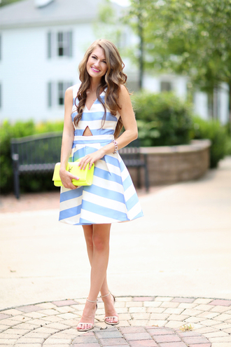southern curls and pearls blogger dress bag shoes jewels make-up classy striped dress