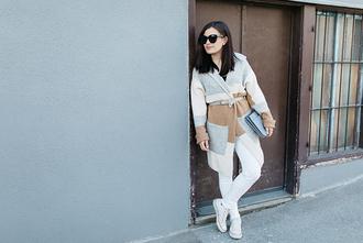 dariadaria blogger cardigan white jeans converse blue bag