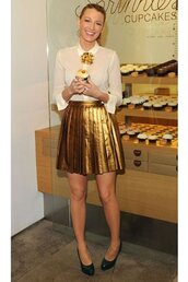 gold,skirt,metallic skirt,blake lively,shoes,shirt,metallic pleated skirt