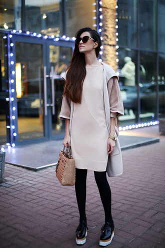 tina sizonova blogger pink dress handbag platform shoes