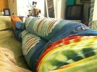 jeans ripped jeans tye dye shirt belt