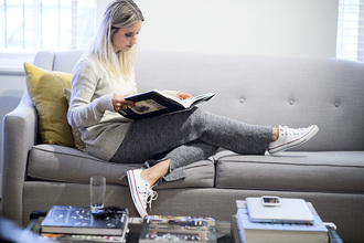the fashion guitar blogger zara comfy grey sweatpants converse red lime sunday