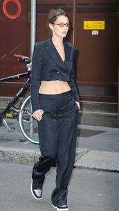 shoes,pants,cropped,crop,bella hadid,model off-duty,glasses,sunglasses,celebrity,suit,blazer,black blazer