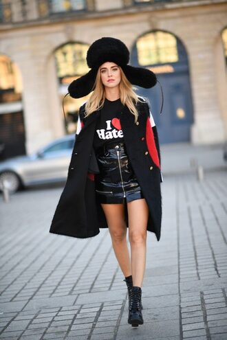 skirt coat streetstyle hat chiara ferragni paris fashion week 2016 blogger the blonde salad mini skirt and ankle boots