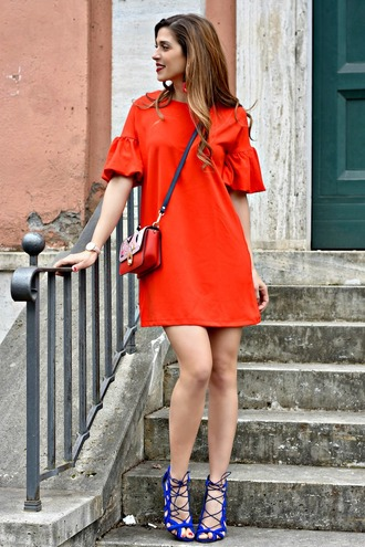 cosamimetto blogger dress bag jewels shoes mini dress red dress crossbody bag sandals spring outfits