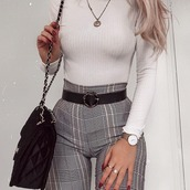 pants,grey,plaid,grid,checkered,kariert,hose,leggings,jeans,white,black,winter outfits,grey pants,plaid pants,plaid leggings,plaid trousers,grid jeans,grid pants,grid leggins,grid trousers