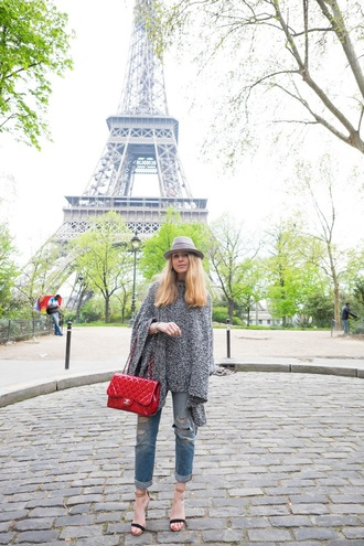 caroline louis pardonmyobsession blogger jeans bag poncho grey sweater chanel red bag ripped jeans cropped jeans sandal heels