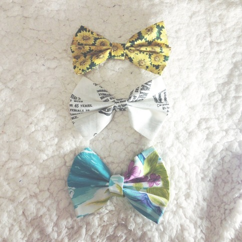 Bow set #1 · envy's closet · online store powered by storenvy