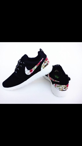 shoes nike running shoes fashion flowered floral bag nike nike shoes sneakers adidas style floral shoes pajamas nike roshe run donna nike roshe run fiori nike roshe run fiori vendita online