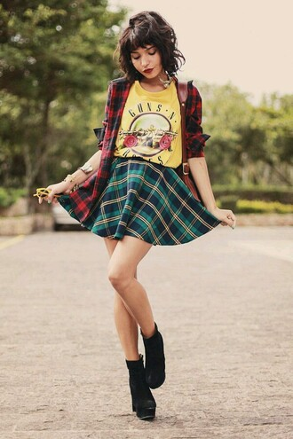t-shirt yellow green red plaid skirt guns 'n roses grunge black blouse sunglasses shoes jewels bag